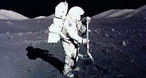 گرد و غبار ماه