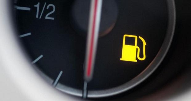روشن شدن چراغ بنزین