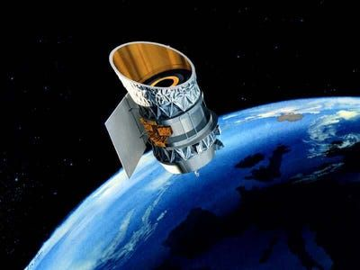تلسکوپ فضایی مرده ناسا خطر تصادف و آلوده کردن فضا را از سر گذراند!