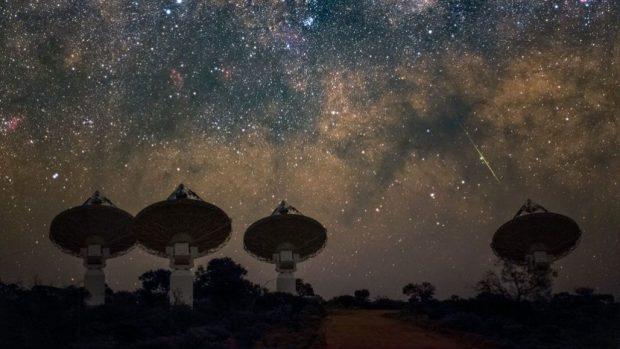 یک منبع ناشناس خارج از کهکشان راه شیری امواج فضایی منظم به زمین میفرستد!