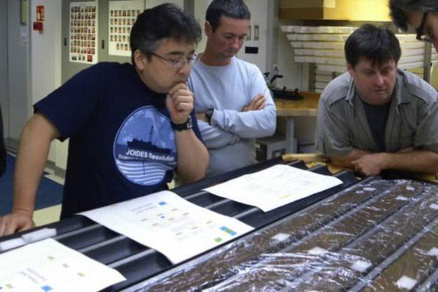 دانشمندان میکروب های باستانی 100 میلیون ساله را به زندگی بازگرداندند