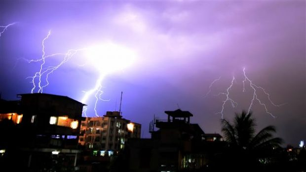 رعد و برق های مرگبار 215 نفر را در هند کشتند!