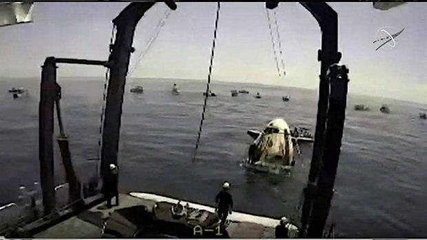 کپسول دراگون سرنشین دار اسپیس ایکس فضانوردان ناسا را سالم به زمین بازگرداند