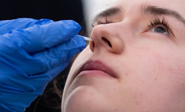 مختل شدن حس بویایی در بیماران کرونا دلیلی عجیب دارد