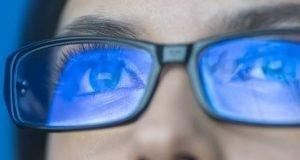 عینک محافظ نور آبی خواب ما را بهتر نمیکند