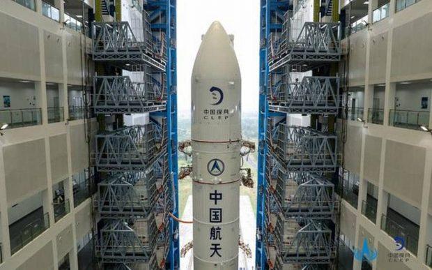 چین به زودی خاک و سنگهای ماه را به زمین میآورد