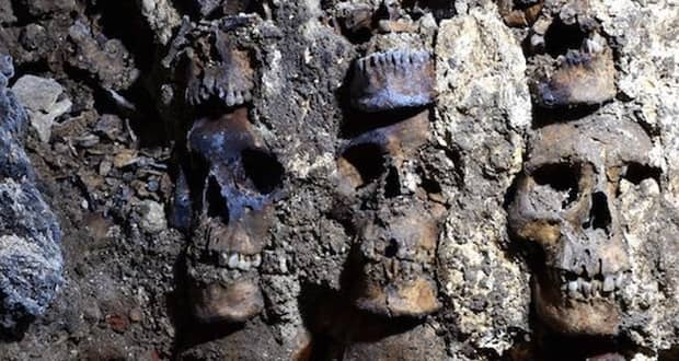 کشف بقایای ترسناک بیش از 100 قربانی در برج جمجمه های قوم آزتک