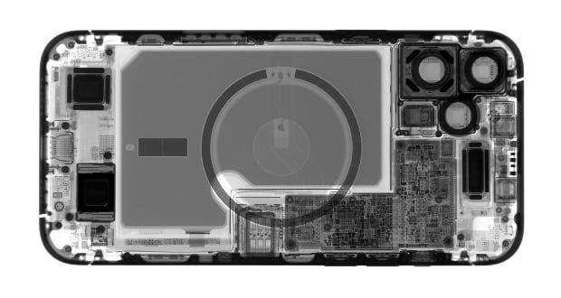 سیستم خنک کننده اتاقک بخار در آیفون ۱۳