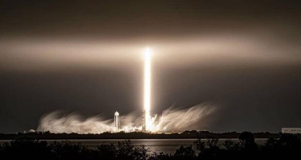 بقایای موشک فالکون 9 اسپیس ایکس آسمان آمریکا را نورانی کرد