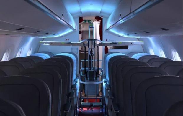 ربات های ضدعفونی کننده هواپیماهای مسافربری را تمیز میکنند