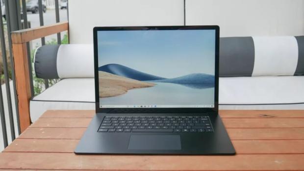 مقایسه سرفیس لپ تاپ ۴ با مک بوک پرو M1