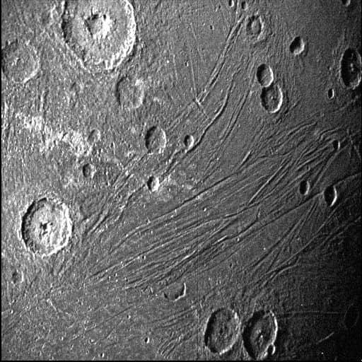 پس از گذشت بیست سال اولین تصاویر قمر گانیمد مشتری به زمین مخابره شدند
