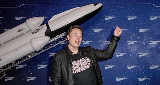 ایلان ماسک بلیت یکی از سفرهای فضایی شرکت ویرجین گلکتیک را رزرو کرد