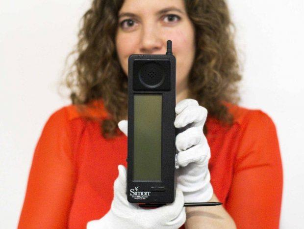 اولین گوشی موبایل / اولین گوشی موبایل مجهز به نمایشگر لمسی