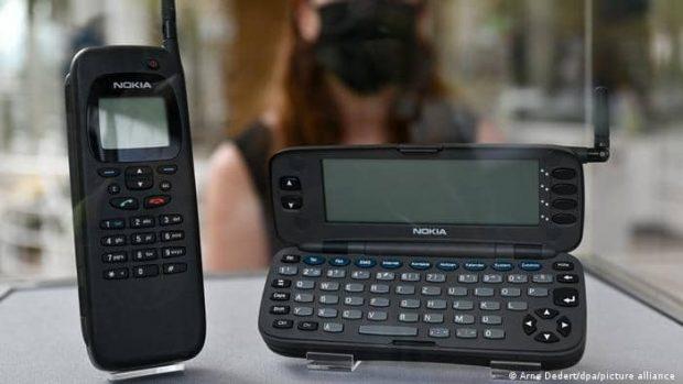 اولین گوشی موبایل / اولین گوشی موبایل با قابلیت اتصال به اینترنت