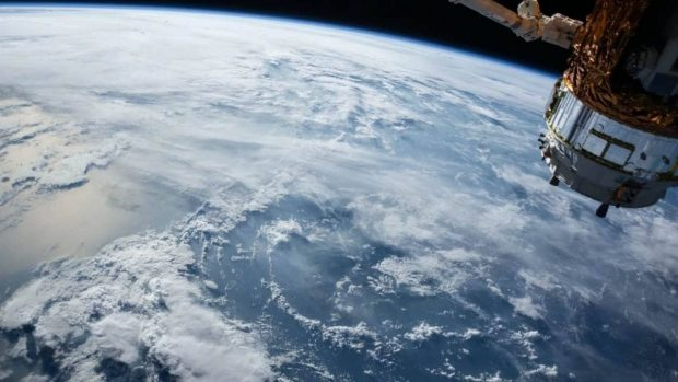 ارتباط ماهواره ای آیفون 13 اپل
